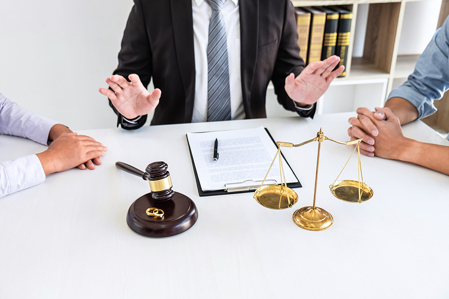 Divorce lawyer in Sydney mediating a couple